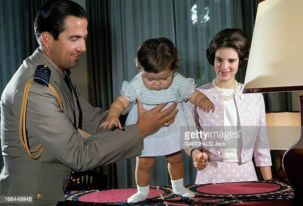 Constantin Ii AnneMarie Of Denmark And The Baptism Of The Princess Alexia Athènes 1966 Au palais portrait de la princesse Alexia tentant de marcher...