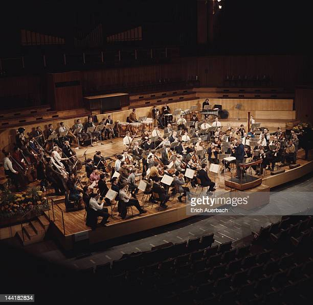 The Royal Philharmonic Orchestra Goes To The Bathroom: Royal Philharmonic Orchestra Stock Photos And Pictures