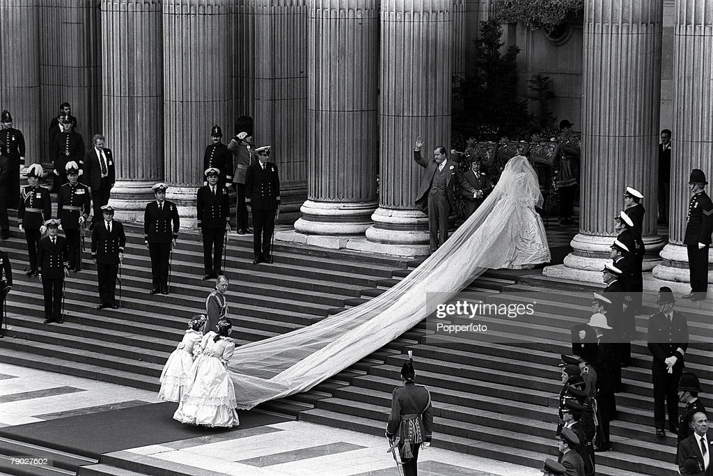 The Royal Wedding, St, Paul+s Cathedral, London, 29th July, 1981, The wedding of Lady Diana Spencer to HRH Prince Charles, Lady Diana Spencer and her father Earl Spencer walks up the steps of St, Paul+s cathedral as her bridesmaids arrange the train of the dress