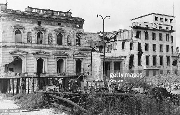 The ruins of the Old Reich Chancellery and its modern annexe seen from Wilhelmplatz Berlin 15th August 1947 The building was formerly the residence...