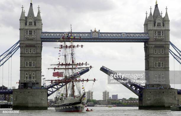The sail training ship Stavros S Niarchos glides through Tower Bridge London on her way to the Pool of London The Niarchos is the first tall ship...