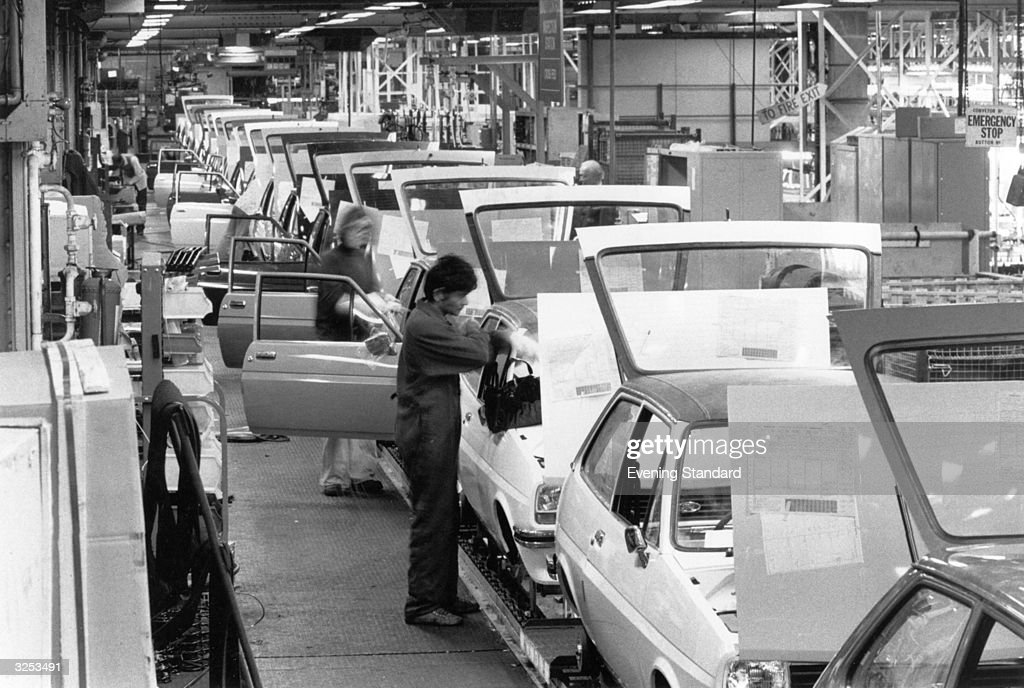 The saloon car body shop production line at Fordu0027s of Dagenham. & Saloon Car Line Pictures | Getty Images markmcfarlin.com