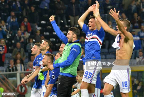 The Sampdotria players win 50 and happy at the end of the Serie A match between UC Sampdoria and FC Crotone at Stadio Luigi Ferraris on October 21...