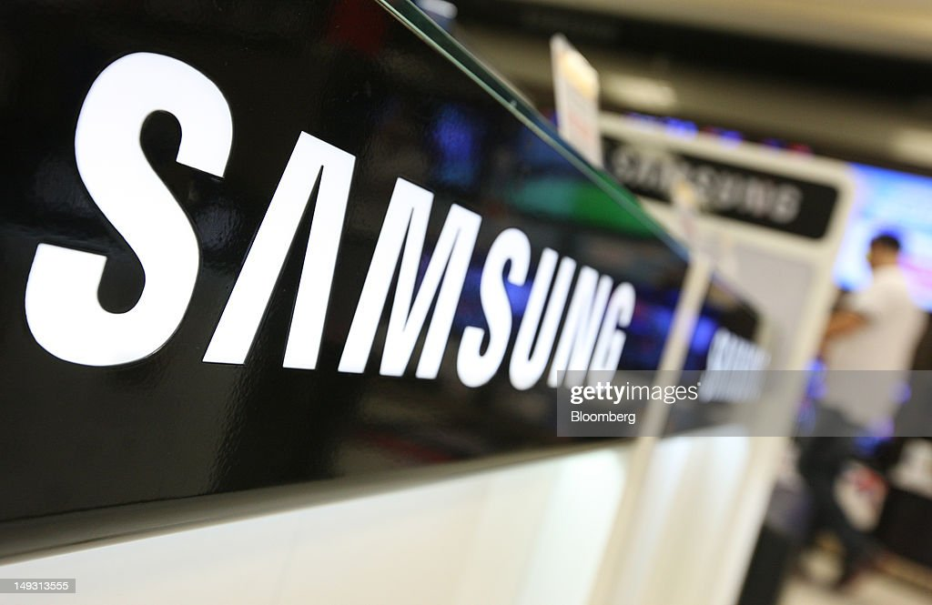 The Samsung Electronics Co. logo is displayed at an electronics store in Seoul, South Korea, on Thursday, July 26, 2012. Samsung, the world's largest maker of TVs and mobile phones, reported second-quarter profit that missed analysts' estimates after chip prices weakened and smartphone output failed to keep up with demand. Photographer: SeongJoon Cho/Bloomberg via Getty Images