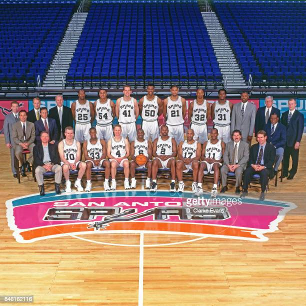 The San Antonio Spurs poses for a team photo on April 19 1999 at the Alamodome in San Antonio Texas NOTE TO USER User expressly acknowledges and...
