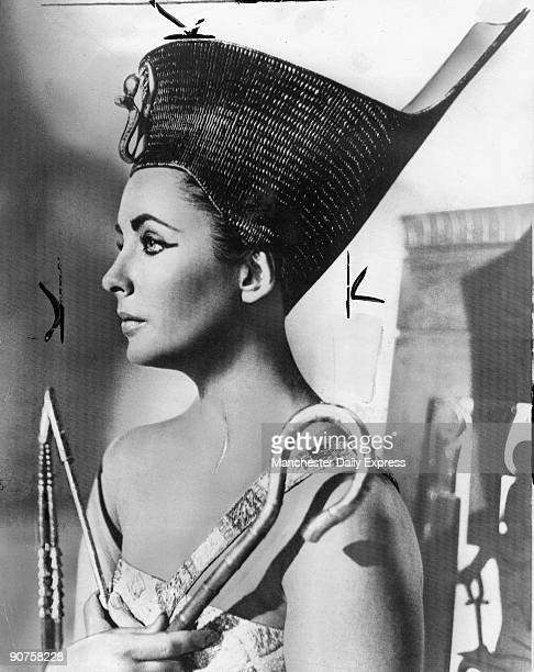 �The scar on the neck of Cleopatra_Elizabeth Taylor's symbol of survival'