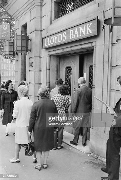 The scene of a robbery at the Baker Street branch of Lloyds Bank 13th September 1971 Thieves broke into the vault and made off with thousands of...