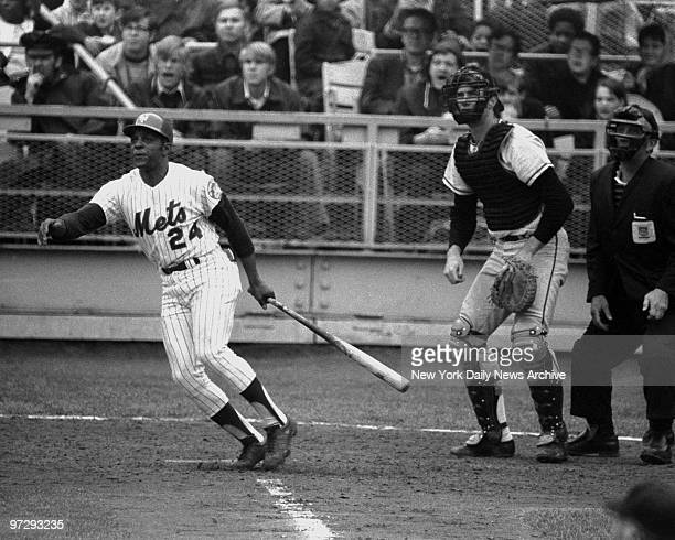 The score is tied 44 in fifth inning at Shea Stadium and newest Met Willie Mays batting against the San Francisco Giants watches along with Giants'...