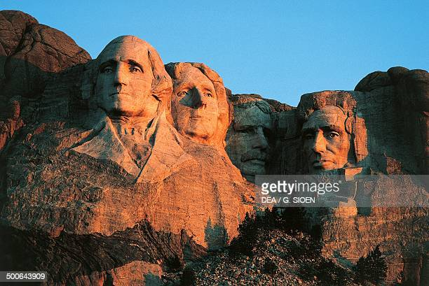 The sculptures of the heads of four United States presidents George Washington Thomas Jefferson Theodore Roosevelt and Abraham Lincoln Mount Rushmore...