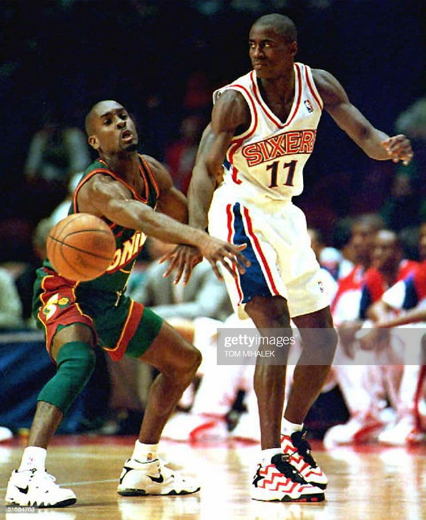 The Seattle Supersonics Gary Payton L attempts t