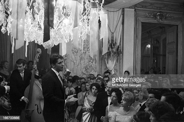 The Second Empire Ball In Versailles In 1959 France Juin 1959 un bal second empire à Versailles avec une représentation de Sacha DISTEL le chanteur...