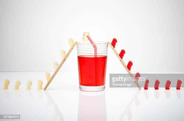 Das Geheimnis von red gumibears. Gummibärchen trinkt Art Humor