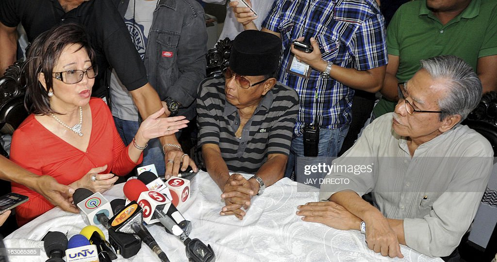 The self-proclaimed Sultan of Sulu, Jamalul Kiram (C) is accompanied by former congressman Satur Ocampo (R) and a constitutional lawyer Rafaelita Gono (L) in Manila on March 4, 2013, as Kiram affirms his sultanate's claim to the Malaysian state of Sabah. Armed followers of the sultanate crossed over to Sabah to stress the long-dormant claim and have clashed with Malaysian security forces, leading to several deaths on both sides. The clashes have sparked fear in the area and forced Philippine President Benigno Aquino to dispatch his foreign secretary to Malaysia to try to find a solution and avoid further bloodshed. AFP PHOTO / Jay DIRECTO.