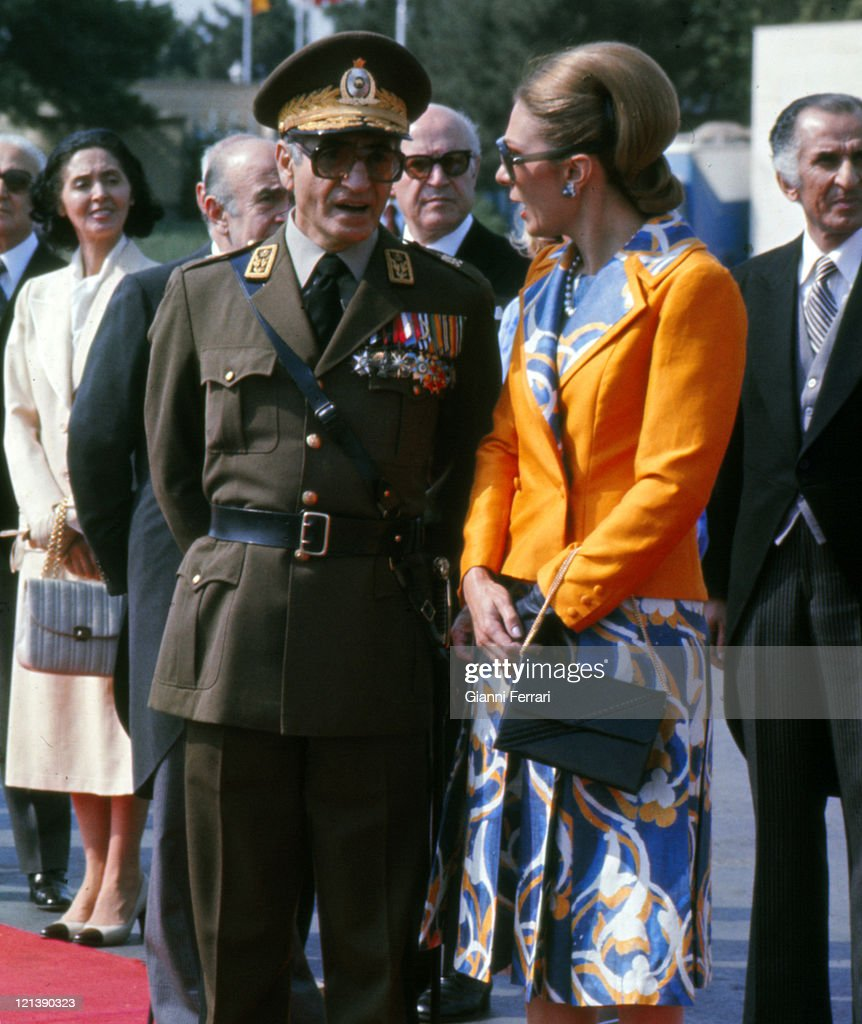 The Shah of Iran Mohammad Reza Pahlevi and his wife Farah Diba at the airport waiting for the arrival of the Spanish Kings Juan Carlos and Sofia in official visit, 17th June 1978, Teheran, Iran. (Photo by Gianni Ferrari/Cover/GetttyImages