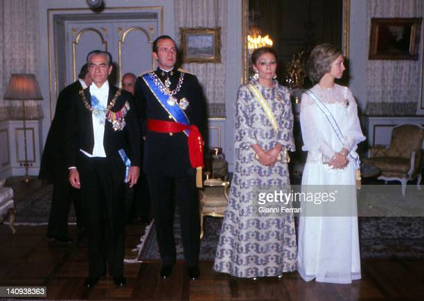 The Shah Reza Pahlavi the Spanish King Juan Carlos Farah Diba and Spanish Queen Sofia before the official welcome dinner Teheran Iran
