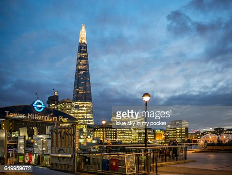 The Shard London and the Tower Millennium Pier : Stock-Foto
