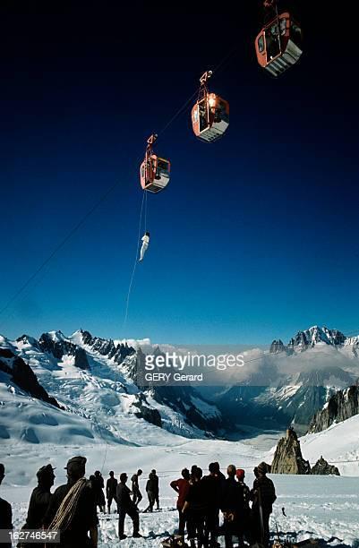 The Shipwrecked Sailors Of The White Valley Chamonix Vallée blanche 30 Août 1961 Lors d'une panne des télécabines sauvetage d'une femme encordée...