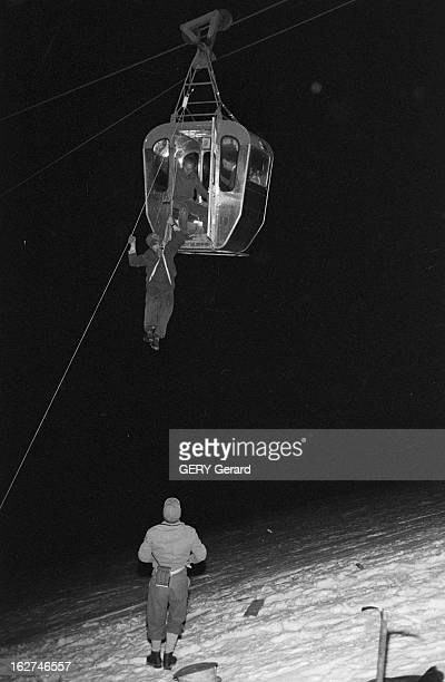 The Shipwrecked Sailors Of The White Valley Chamonix Vallée blanche 30 Août 1961 Lors d'une panne des télécabines un guidesauveteur Valdotain ou...