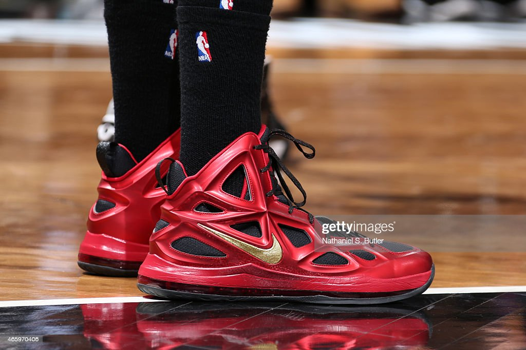 The shoes of Anthony Davis #23 of the New Orleans Pelicans ...