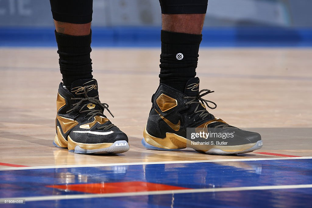 lebron james knicks shoes - photo #8