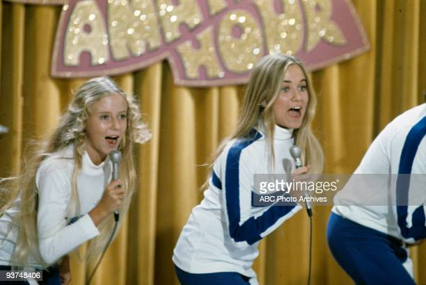BUNCH 'The Show Must Go On' Season Four 11/3/72 Jan and Marcia performed in a variety show