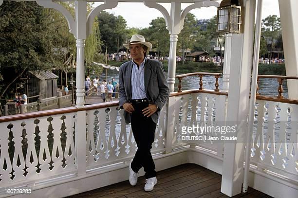The Show 'sacree Soiree' Entitled 'a Magical Journey At Disneyworld' Orlando en Floride 15 décembre 1955 Au parc d'attraction DISNEYWORLD sur le pont...