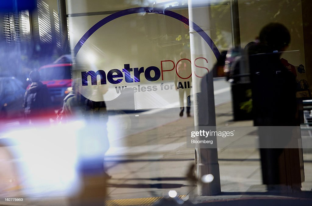 The silhouette of a customer browsing phones is seen in a MetroPCS Communications Inc. store in San Francisco, California, U.S., on Tuesday, Feb. 26, 2013. MetroPCS Communications Inc. fourth-quarter revenue, released today, matches estimated earnings. Photographer: David Paul Morris/Bloomberg via Getty Images