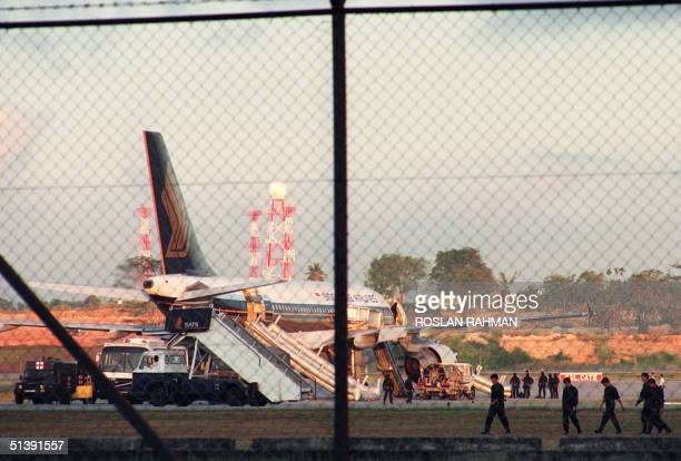 The Singapore Airlines Airbus which was hijacked on its way from Kuala Lumpur to Singapore is parked 27 March 1991 at the tarmac at the Changi...