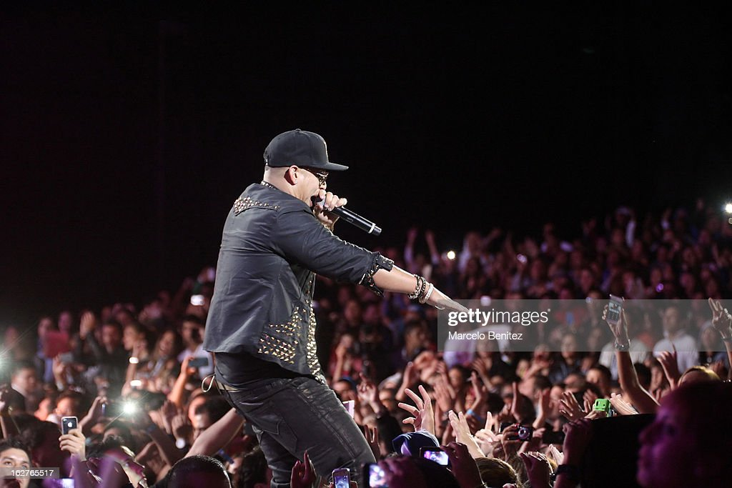 The singer <a gi-track='captionPersonalityLinkClicked' href=/galleries/search?phrase=Daddy+Yankee&family=editorial&specificpeople=211185 ng-click='$event.stopPropagation()'>Daddy Yankee</a> of Puerto Rico sings on stage at the Quinta Vergara during the 53rd Vina del Mar International Music Festival on February 25, 2013 in Vina del Mar, Chile.