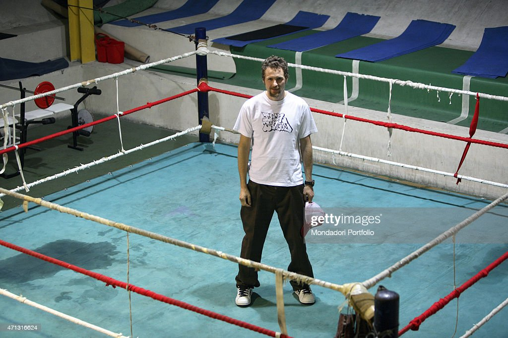 The singer-songwriter Jovanotti (Lorenzo Cherubini) being photo shooted in the backstage of the Nelson Mandela Forum in Florence, for the second date of the Buon Sangue Tour. Jovanotti posing on the ring used for the sport events. Florence, Italy. 2005