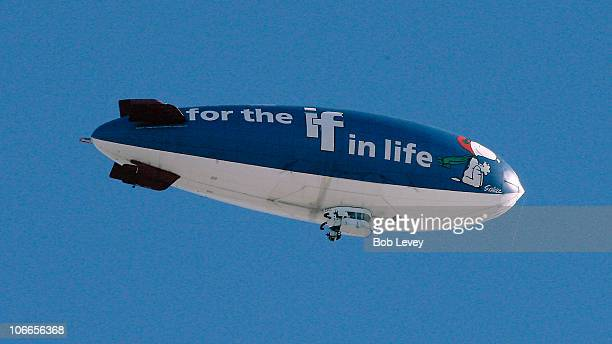 Metlife Blimp Stock Photos And Pictures Getty Images