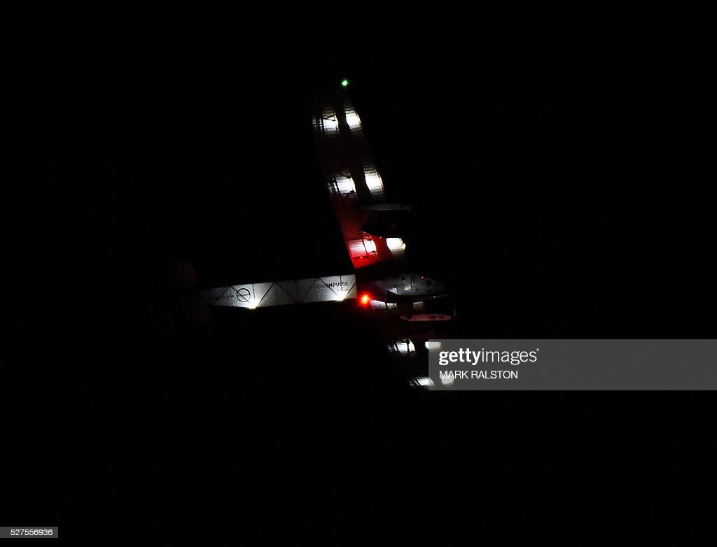 The Solar Impulse 2 aircraft is successfully landed by Swiss pilot Andre Borschberg at Phoenix Goodyear Airport in Phoenix, Arizona on May 2, 2016 Solar Impulse 2, an experimental plane flying around the world without consuming a drop of fuel, landed in Arizona, one leg closer to completing its trailblazing trip. / AFP / Mark Ralston