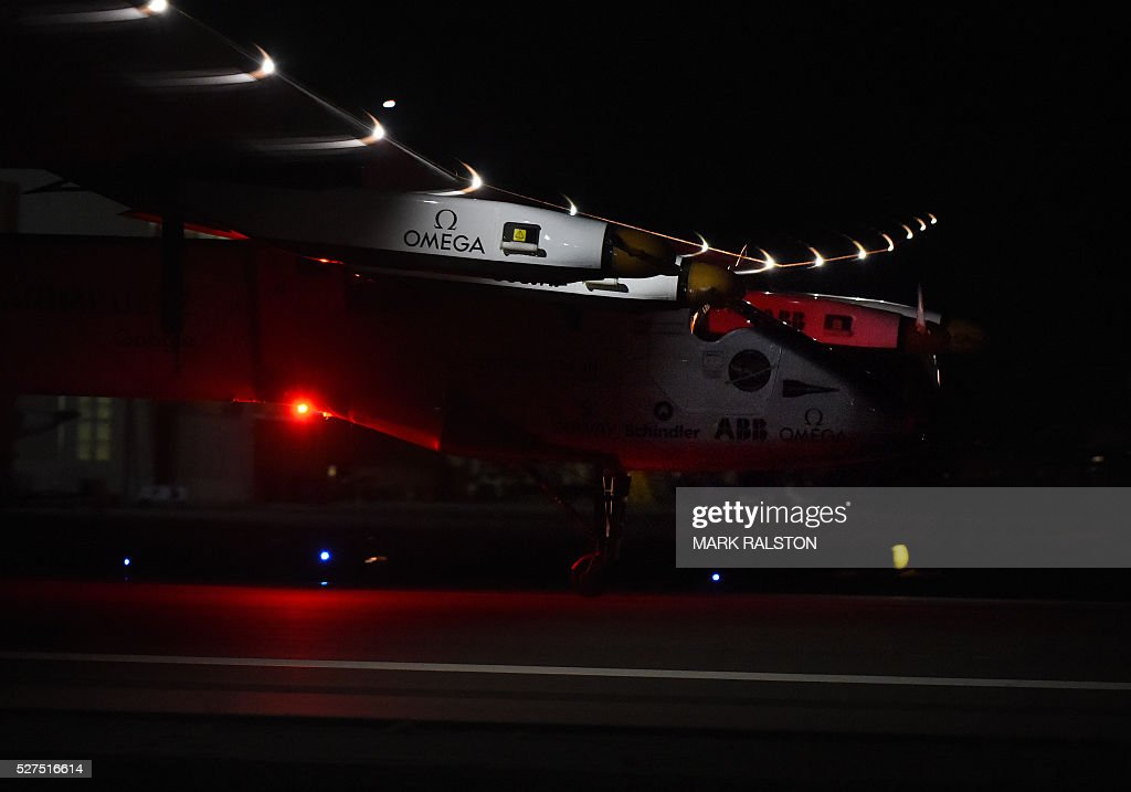 The Solar Impulse 2 is successfully landed by Swiss pilot Andre Borschberg at Phoenix Goodyear Airport in Phoenix, Arizona on May 2, 2016 Solar Impulse 2, an experimental plane flying around the world without consuming a drop of fuel, landed in Arizona, one leg closer to completing its trailblazing trip. / AFP / Mark Ralston
