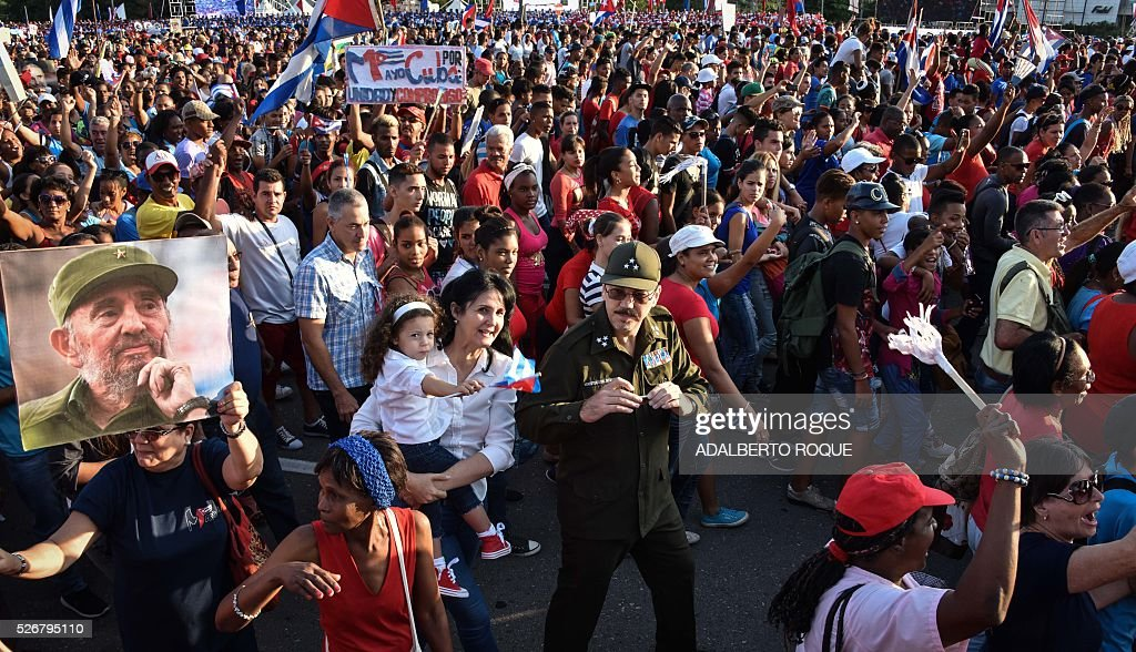 The son of Cuban President Raul Castro, Alejandro Castro (C), and his family participate in the May Day parade in Havana, on May 1, 2016. / AFP / ADALBERTO