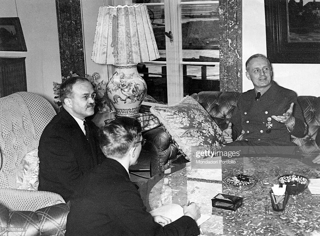 The Soviet Foreign Minister Vyacheslav Molotov in conversation with the German Foreign Minister Joachim von Ribbentrop in the living room of the official residence of the German Minister.áBerlin, 13th November 1940