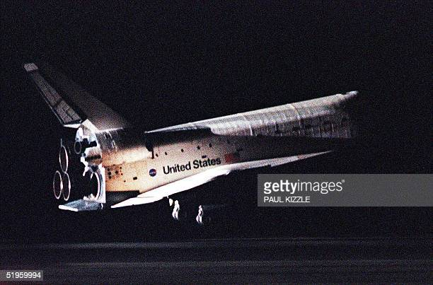 The Space Shuttle Discovery lands on runway 33 at Kennedy Space Center 27 December 1999 Discovery and her sevenman international crew spent eight...
