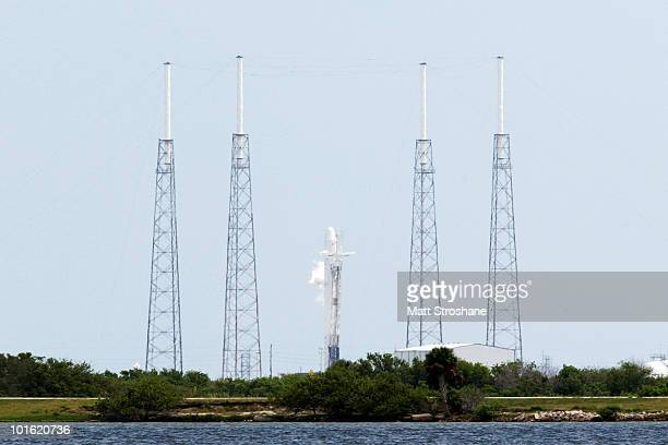 CANAVERAL FL JUNE 4 The SpaceX Falcon 9 test rocket sits on the pad fueled for flight at the Cape Canaveral Air Force Station on June 4 2010 in Cape...