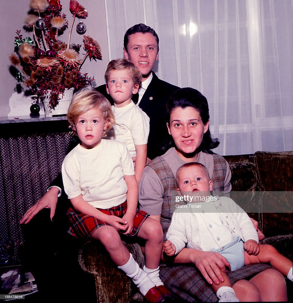 The Spanish basketball player Emiliano Rodriguez of Real Madrid four time European champion in 1964 1967 and 1968 with his family Madrid Castilla La...