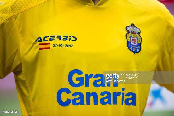 The Spanish flag and the date of the independence of Catalonia referendum is seen in the shirt of Ximo Navarro of UD Las Palmas during the La Liga...