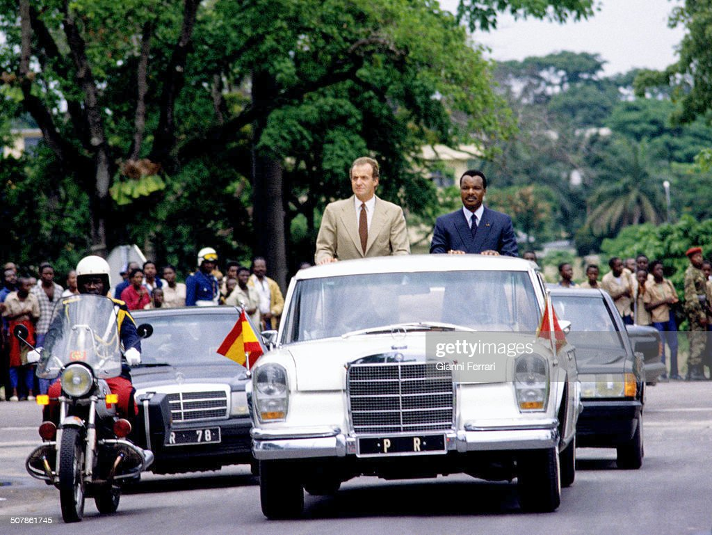 The Spanish King Juan Carlos of Borbon and the Congolese President <a gi-track='captionPersonalityLinkClicked' href=/galleries/search?phrase=Denis+Sassou+Nguesso&family=editorial&specificpeople=4126626 ng-click='$event.stopPropagation()'>Denis Sassou Nguesso</a> upon his arrival in Brazzaville, 23rd November 1983, Brazzaville, Congo. (Photo by Gianni Ferrari/Cover/Getty Images).