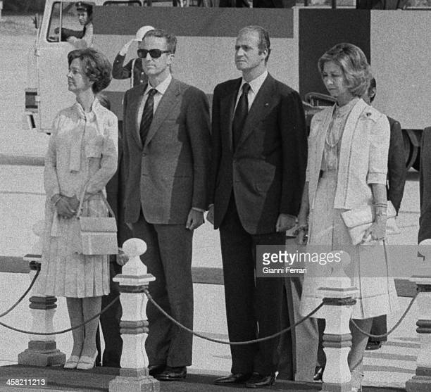 The Spanish Kings Juan Carlos and Sofia received at Barajas airport the King Baudouin of Belgium and his wife Fabiola 26th September 1978 Madrid Spain