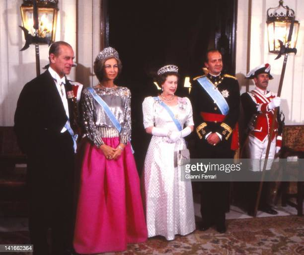 The Spanish Kings Juan Carlos and Sofia together with Queen Elizabeth II and Prince Philip of Edinburgh before the gala dinner in the Spanish Embassy...