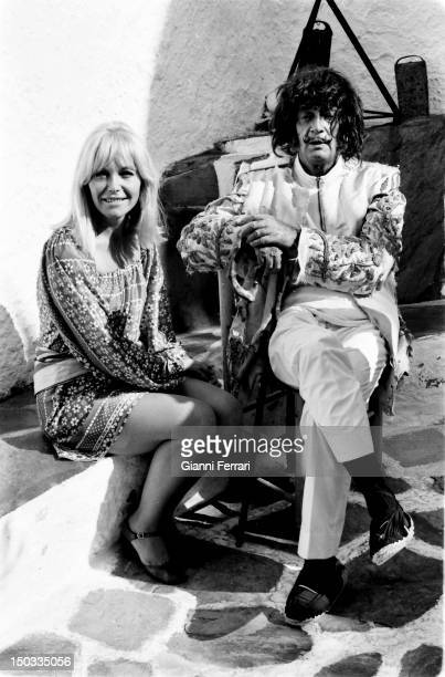 The Spanish painter Salvador Dali with his model and muse Amanda Lear during of the filming of the Spanish TV program 'Doble Imagen' at his home in...