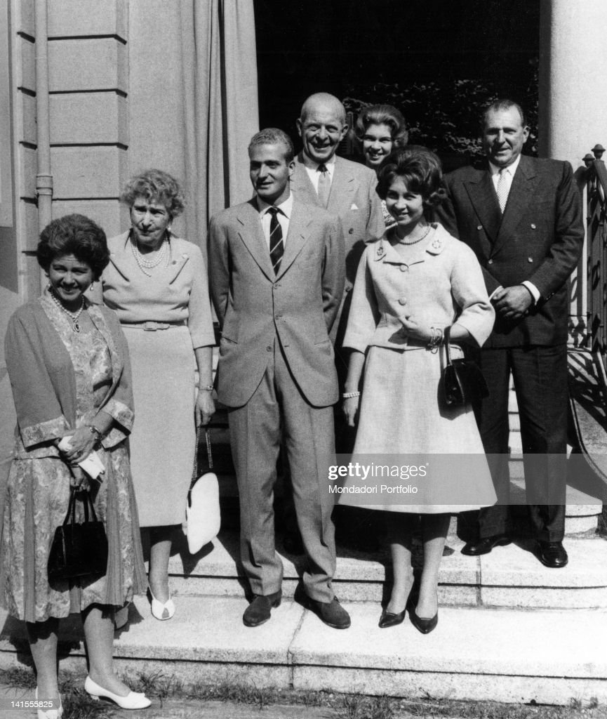 The Spanish prince Juan Carlos of Bourbon and fiancee Sophia of Greece posing with some family members. Lausanne, September 1961