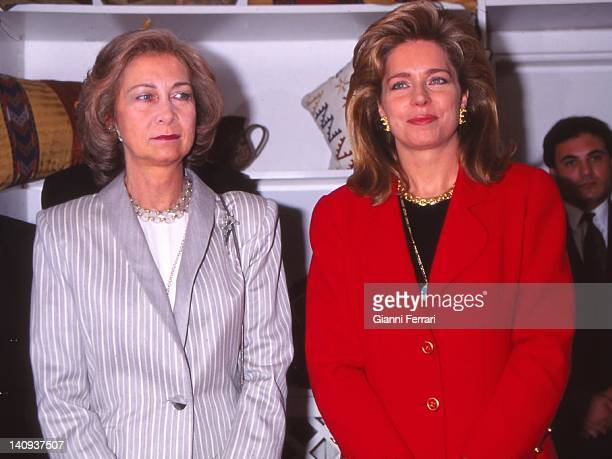 The Spanish Queen Sofia and the Jordanian Queen Noor during the visit of the Spanish Kings Amman Jordan
