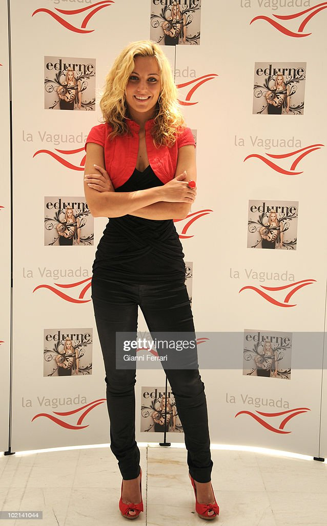 The Spanish singer Edurne presents his first concert in Madrid and his last LP 'New Skin' in the shopping center 'La Vaguada', after posing for the photographers gives a walk along the shopping center and visits a shop of beauty products, First Juny 2010, 'La Vaguada', Madrid, Spain.