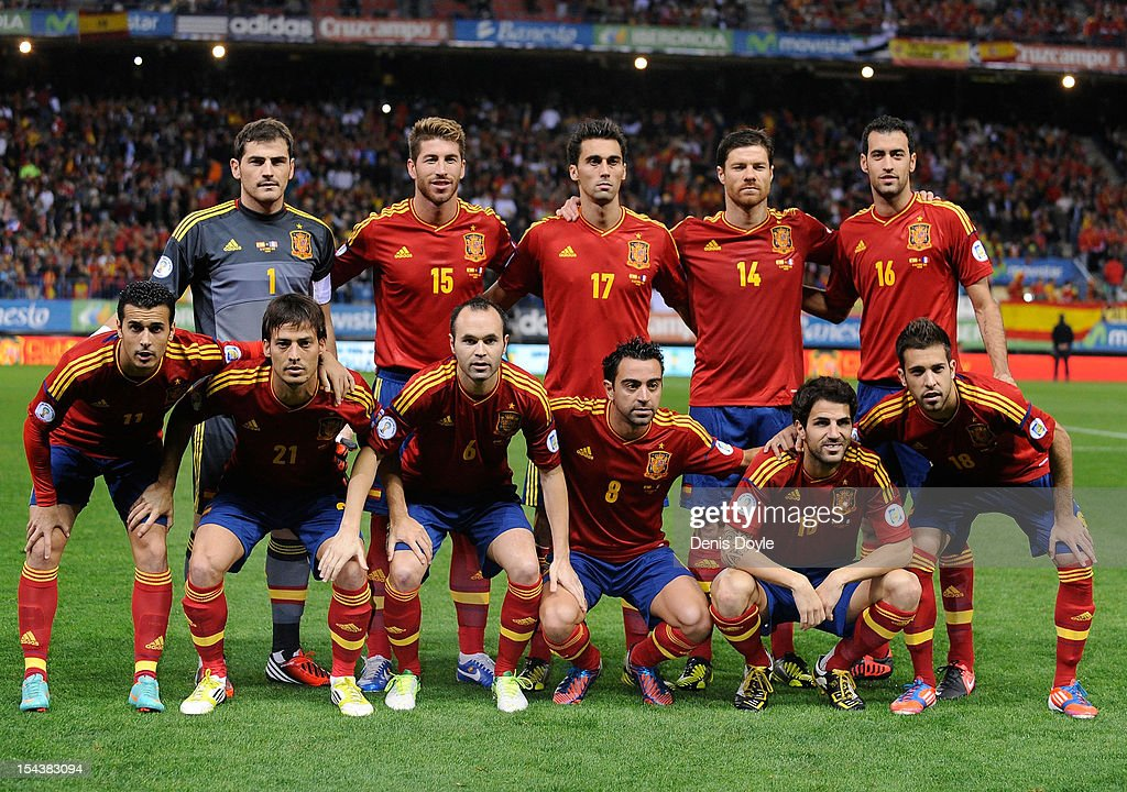 The Spanish team line-up during the FIFA 2014 World Cup Qualifier between Spain and France at estadio Vicente Calderon on October 16, 2012 in Madrid, Spain.