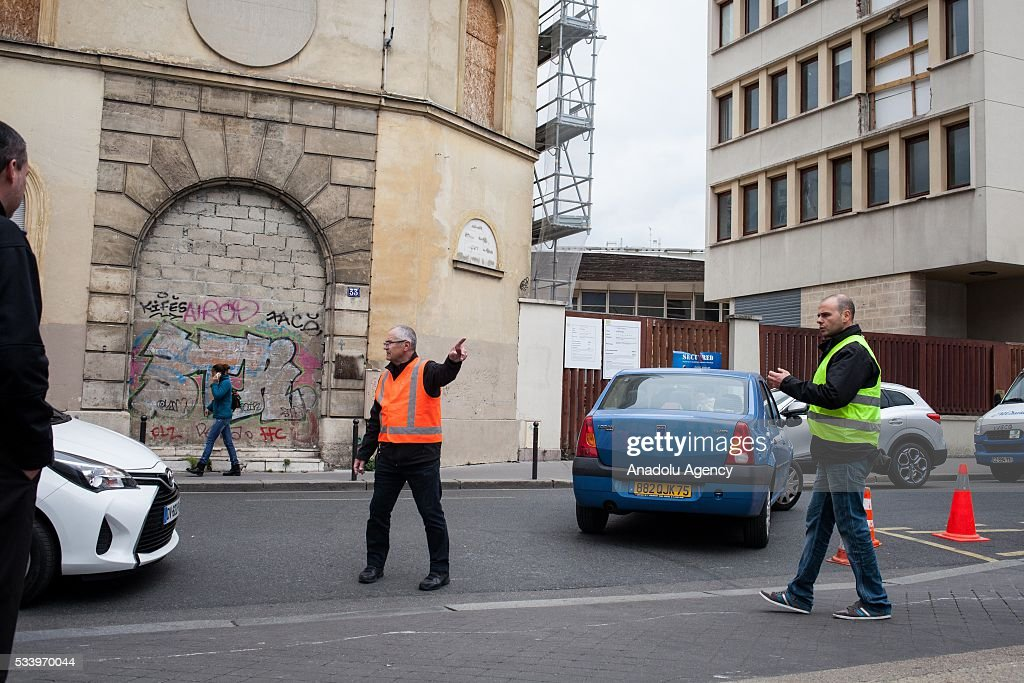 The staff of a gas station try to manage the cars due to important lines created by fuel shortage in Paris, France on May 24, 2016. Protesters have disrupted supply lines from oil distribution depots in Normandy over proposed new labor reforms, causing fuel shortages in western France, local media reported Saturday. Some petrol stations in the country were affected after protesters blocked main roads through which oil products get shipped.