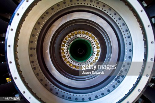 The stainless steel spinning shaft of a jet airliner turbofan engine. : Foto stock