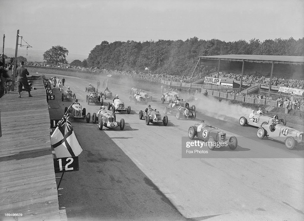 The start of the 306 mile International Grand Prix which was won today by Hans Reusch of Switzerland and RJB Seaman of England Donington 3rd October...